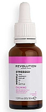 Düfte, Parfümerie und Kosmetik Beruhigendes Gesichtsserum mit weißem und grünem Tee gegen Rötungen - Revolution Skincare Stressed Mood Soothing Serum