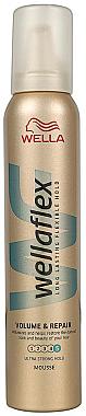 Reparierender Schaumfestiger für mehr Volumen - Wella Pro Wellaflex Volume & Repair — Bild N1
