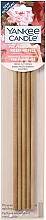 Düfte, Parfümerie und Kosmetik Vorbeduftete Holzstäbchen Frisch gepflückte Rosen - Yankee Candle Fresh Cut Roses Pre-Fragranced Reed Refill