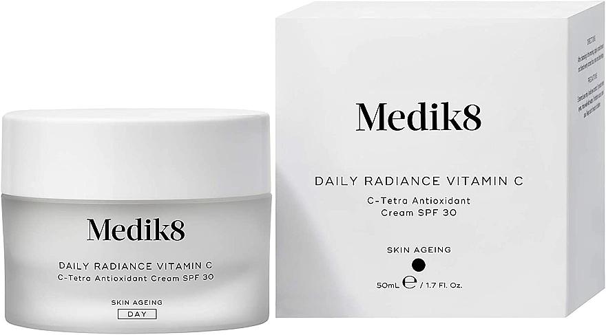 Antioxidative feuchtigkeitsspendende und schützende Anti-Aging Tagescreme mit Vitamin C und Hyaluronsäure für müde Gesichtshaut SPF 30 - Medik8 Daily Radiance Vitamin C