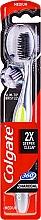 Düfte, Parfümerie und Kosmetik Zahnbürste mit Aktivkohle mittel 360° Charcoal schwarz-grün - Colgate 360 Charcoal Infused Toothbrush Medium Bristles