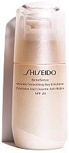 Düfte, Parfümerie und Kosmetik Glättende Anti-Falten Tagesemulsion SPF 20 - Shiseido Benefiance Wrinkle Smoothing Day Emulsion SPF 20