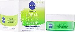 Düfte, Parfümerie und Kosmetik Feuchtigkeitsspendende Gesichtscreme mit Antioxidationsmittel und Bio-Grüntee-Extrakt - Nivea Essentials Urban Skin Defense Day Cream SPF20