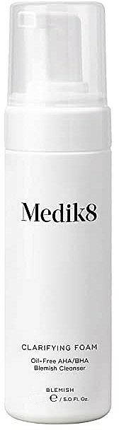 Antibakterieller Gesichtsreinigungsschaum mit Mandel- und Salicylsäure, Teebaumöl und Niacinamid - Medik8 Clarifying Foam — Bild N1