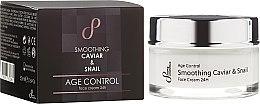 Düfte, Parfümerie und Kosmetik Glättende Anti-Aging Gesichtscreme mit Kaviar und Schneckenextrakt - Hristina Cosmetics Sayaz Age Control Smoothing Caviar & Snail Face Cream 24H