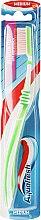 Zahnbürste mittel Between Teeth grün-weiß - Aquafresh Interdental — Bild N1