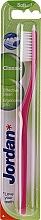 Düfte, Parfümerie und Kosmetik Zahnbürste weich Classic himbeerfarben - Jordan Classic Toothbrush