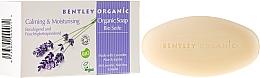 Düfte, Parfümerie und Kosmetik Feuchtigkeitsspndende und beruhigende Bio Seife mit Lavendel-, Aloe- und Jojobaöl - Bentley Organic Body Care Calming & Moisturising Soap Bar